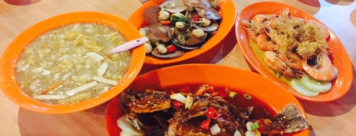 Salut Seafood Restaurant is one of Borneo.