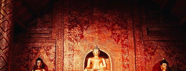 วัดพระสิงห์วรมหาวิหาร (Wat Phra Sing Waramahavihan) is one of Chaing Mai (เชียงใหม่).
