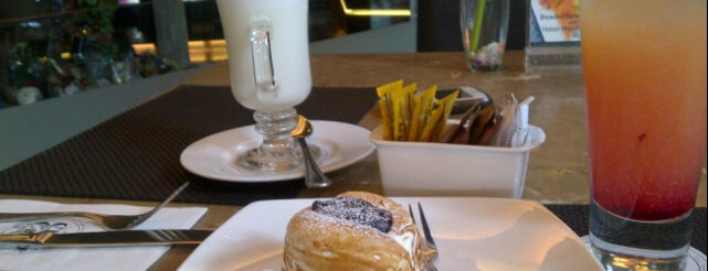 Cheese Cake Factory is one of Good Food In Jkt.