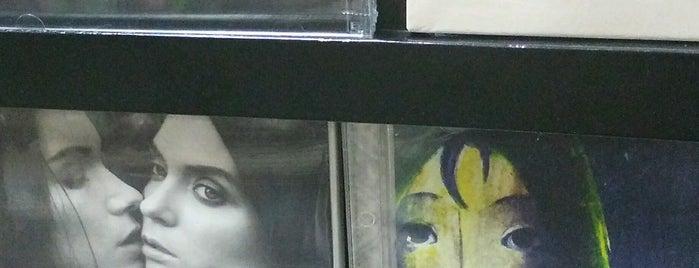 Musik+ Sarinah is one of Vinyl Badge.