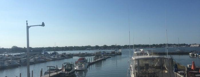 Crabby Joe's Dockside is one of Lakeside-Marblehead.