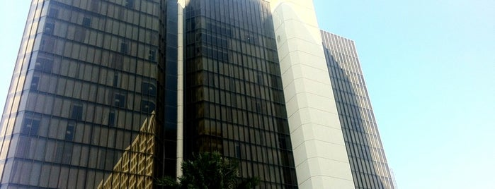 DoubleTree by Hilton Hotel Houston - Greenway Plaza is one of Ren.