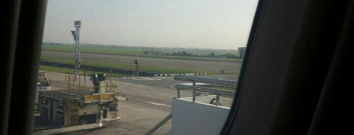 Stand 104L is one of TH-Airport-BKK-3.