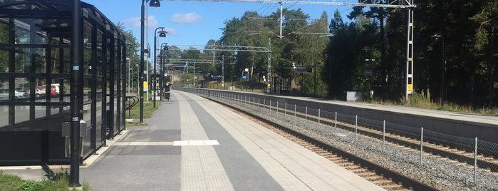 Nynäsgård (J) is one of SE - Sthlm - Pendeltåg.