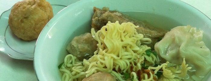 Bakso Kepala Sapi is one of Bimo's tips.