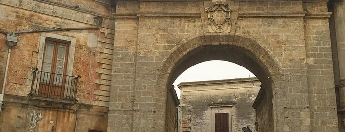 Porta Grande is one of Cosa visitare.