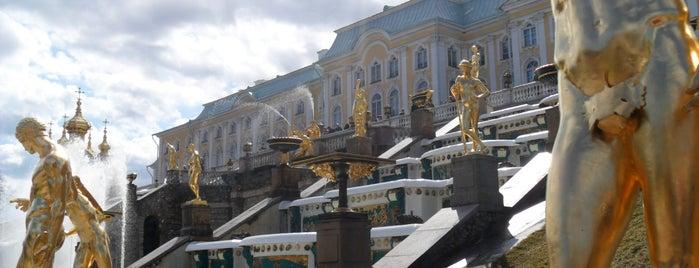 Фонтан «Самсон» is one of Санкт-Петербург.
