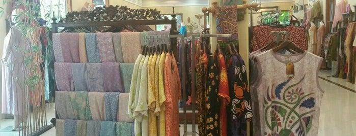 Qonita Batik & Boutique is one of i've been visited.