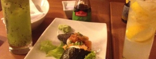 Alqui Sushi & Steak House is one of Onde comer próximo a PCRJ.