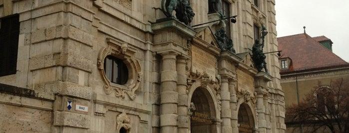 Bayerisches Nationalmuseum is one of MUC Kultur & Freizeit.
