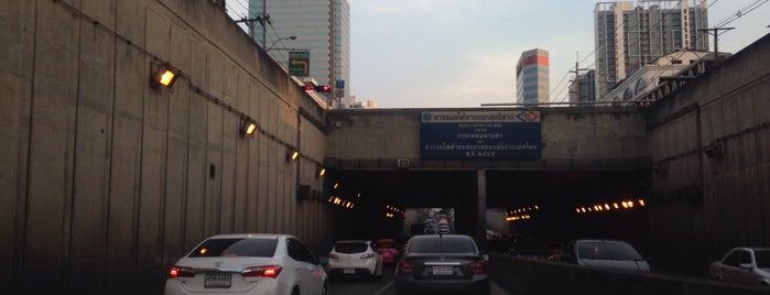 Huay Kwang Intersection Underpass is one of ถนน.