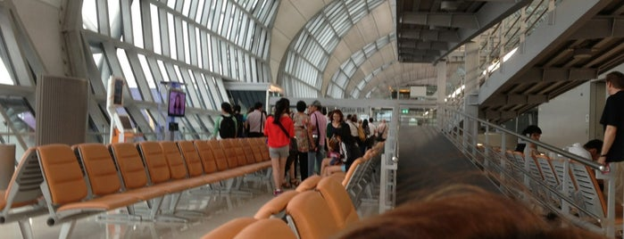 Gate B4 is one of TH-Airport-BKK-1.