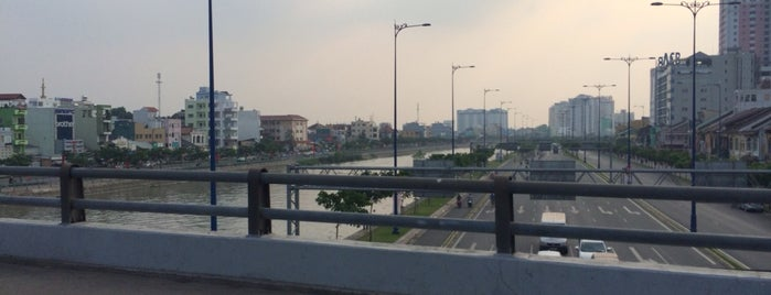 Ong Lanh Bridge is one of du lịch - lịch sử.