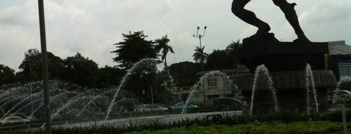Patung Pemuda Membangun - Bundaran Senayan is one of Museum dan Monumen di Jakarta.