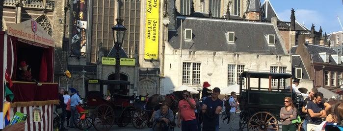 Poppenkast op de Dam is one of Kids Guide. Amsterdam with children 100 spots.