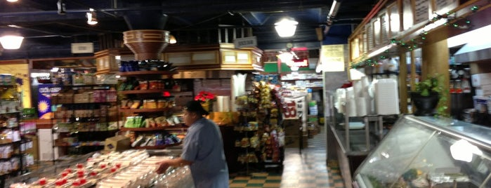 Bridge Fresh Market is one of Unravel New York.