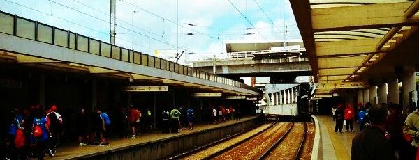 Estação Ferroviária de Campolide is one of Estações.