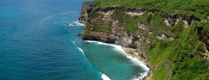 Pura Luhur Uluwatu (Uluwatu Temple) is one of Places to Visit in BALI.