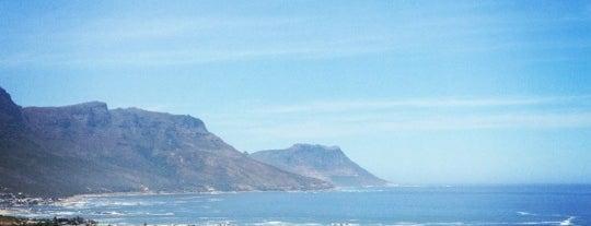 Camps Bay Beach is one of No te lo Pierdas: a menos de 1h de Ciudad del Cabo.