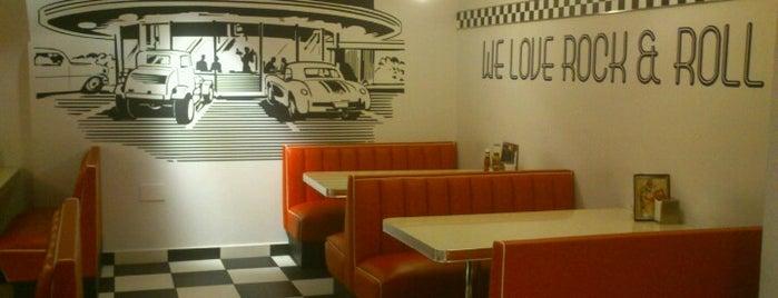 Urban Diner is one of hamburguesas y asi.