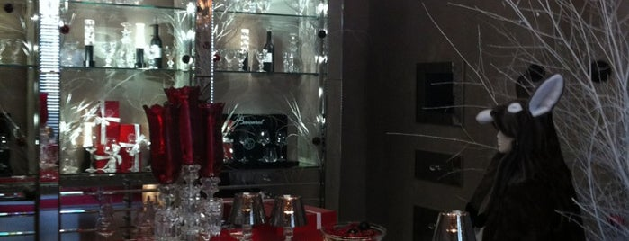 Boutique Baccarat is one of Shopping Paris.