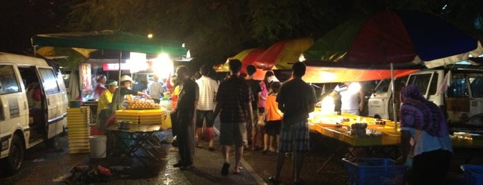 Pasar Malam Happy Garden is one of Yeh's Fav Pasar Malam ^o^.