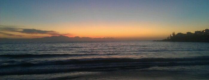 Fish Hoek Beach is one of No te lo Pierdas: a menos de 1h de Ciudad del Cabo.