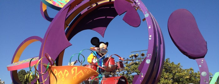 Mickey's Soundsational Parade is one of Disneyland Fun!!!.
