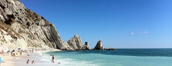 Spiaggia delle Due Sorelle is one of Posti da visitare nei dintorni di Senigallia.
