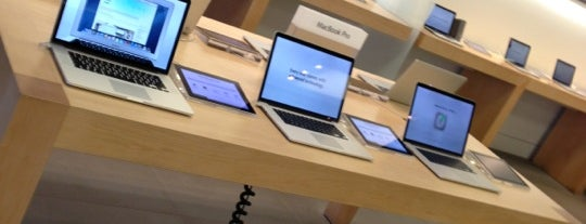 Apple Store, Old Orchard is one of Windy City To-Do List.