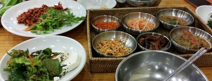 곤지곤지 (옹기보리밥) is one of 대구 Daegu 맛집.