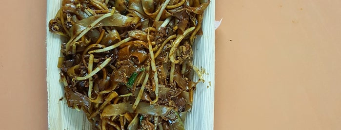 Lao Fu Zi Fried Kway Teow 老夫子炒粿条 is one of Yat Fai's tips.