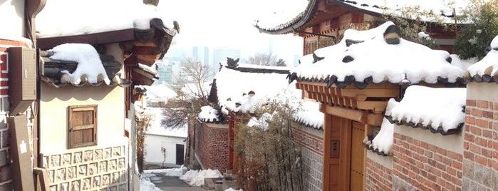 북촌한옥마을 (Bukchon Hanok Village) is one of Favorite Great Outdoors.