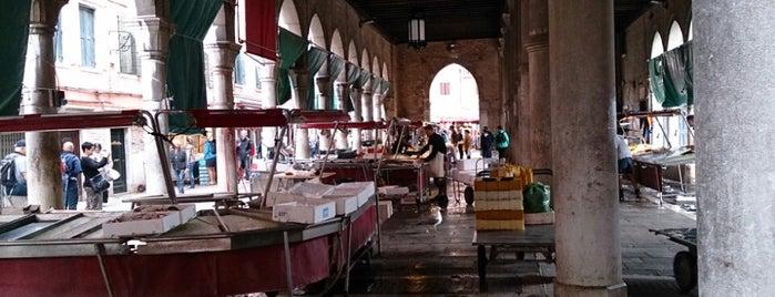Pescheria del Mercato di Rialto is one of Italis.
