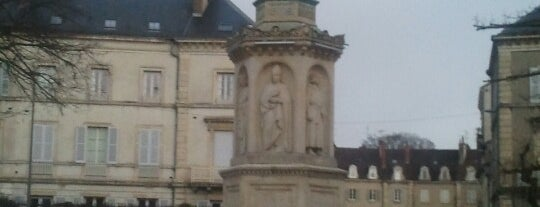Place Saint-Bernard is one of Dijon : rues & places.