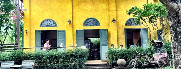 Yellow Mango is one of ╭☆╯Coffee & Bakery ❀●•♪.。.