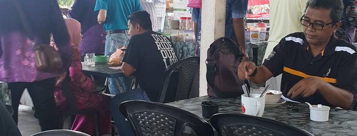Mee Kari Telekom is one of Must-visit Breakfast Spots in Kuantan.