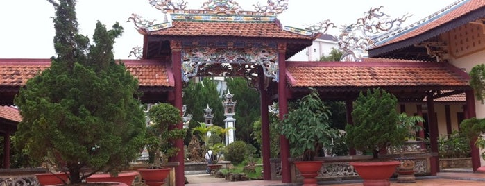 chuah linh son is one of Temples in Dalat.