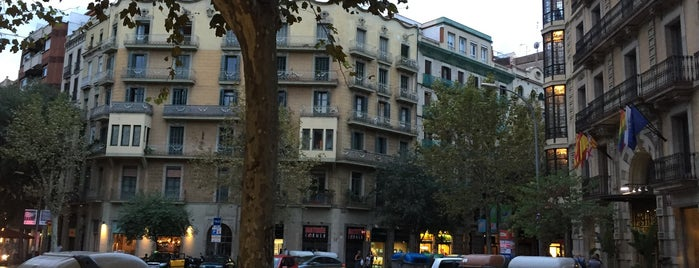 Districte de l'Eixample is one of Barcelona.