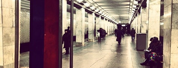 Метро Ленинский проспект (metro Leninsky Prospekt) is one of Complete list of Moscow subway stations.