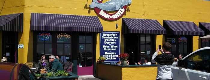 Whale City Bakery Bar & Grill is one of El Camino Real.