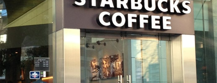 Starbucks Coffee 田町駅西口店 is one of スターバックス.