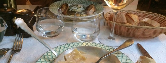 Lily De Neuilly is one of Restaurant Paris.