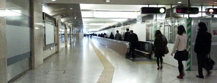 東京駅 京葉線連絡通路 動く歩道 is one of 2009.03 Kanagawa Tiba Tokyo.