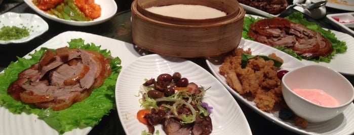 大董烤鸭店 Dadong Roast Duck Restaurant is one of TheNomNomPlacesThat!HeartInBeijing.