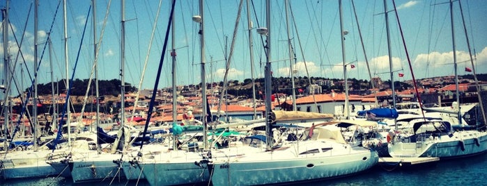 Çeşme Marina is one of Must-visit Great Outdoors in İzmir.