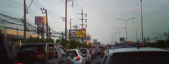Suan Luang Intersection is one of ถนน.
