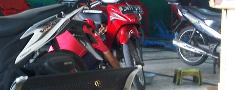 Bengkel AHASS HONDA is one of Wahyu's tips.