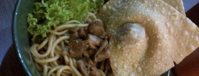 Mie Tarik Laiker is one of Favorite Food.