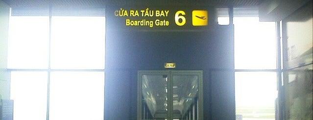 Noi Bai International Airport (HAN) Sân bay Quốc tế Nội Bài is one of Encik's Tips.
